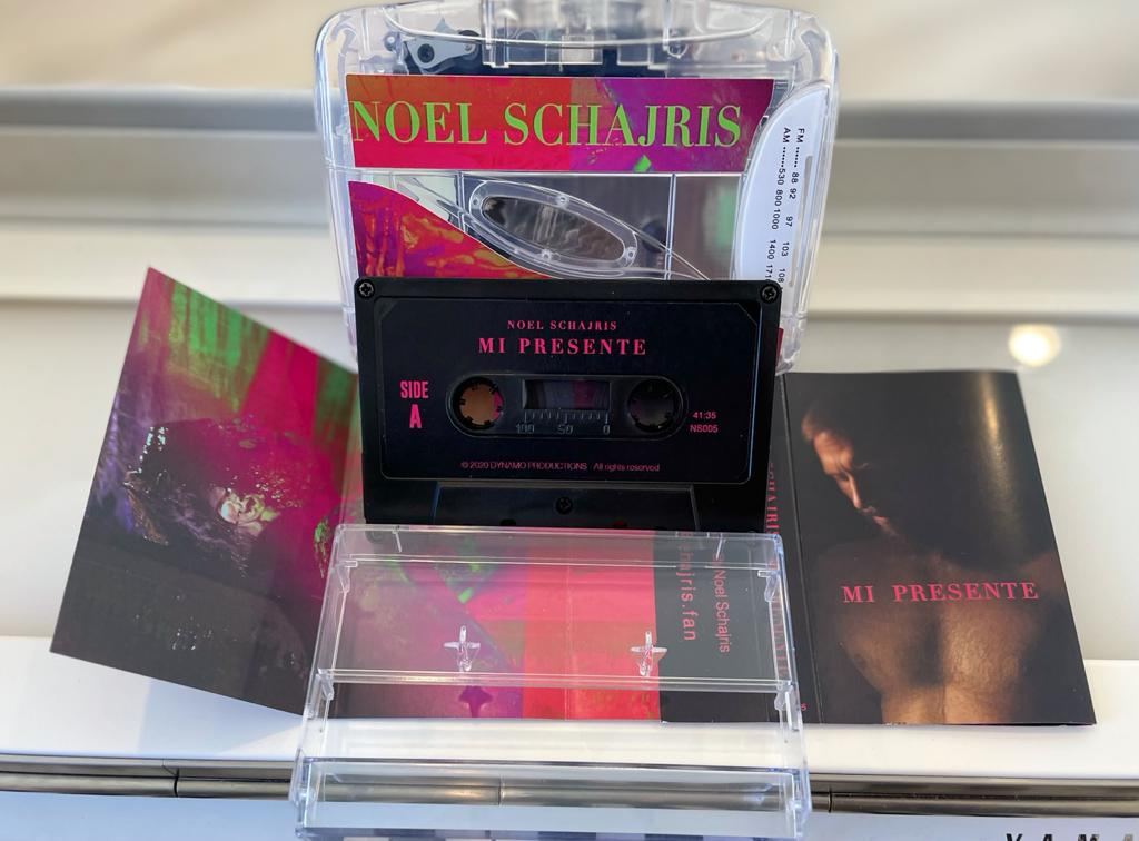 BUNDLE  1 cassette Tape Mi presente  + 1 Cassette Player Personalizado